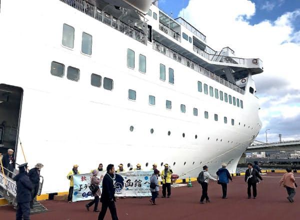 クルーズ船は地域への経済効果が大きい(2019年、函館港)