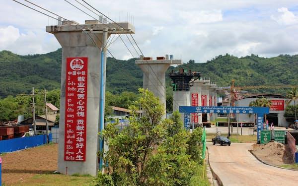 ラオスでは中国の支援を受けた高速鉄道の建設が進む(2018年5月、ビエンチャン郊外)