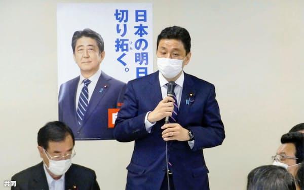 自民党国防部会などの会合であいさつする岸防衛相=24日午前、東京・永田町の党本部