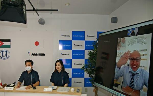 ヨルダンの販売代理店とオンラインでやりとり(23日、高知県香南市)
