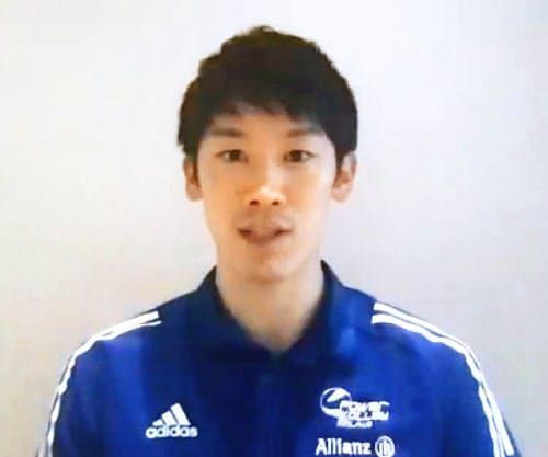 イタリア1部リーグ開幕を控え、オンラインで記者会見する石川祐希(24日)=共同