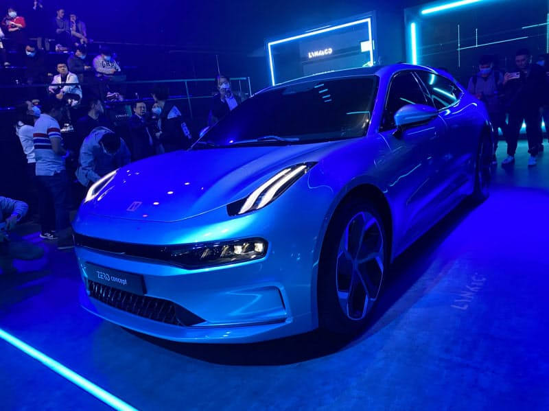 浙江吉利控股集団が北京国際自動車ショーで展示する電気自動車(23日、北京市)