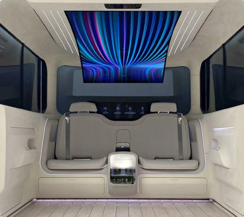 天井部分にLG製の有機ELパネルを搭載するなど、車内空間の快適性を高める(コンセプトカーの内装)