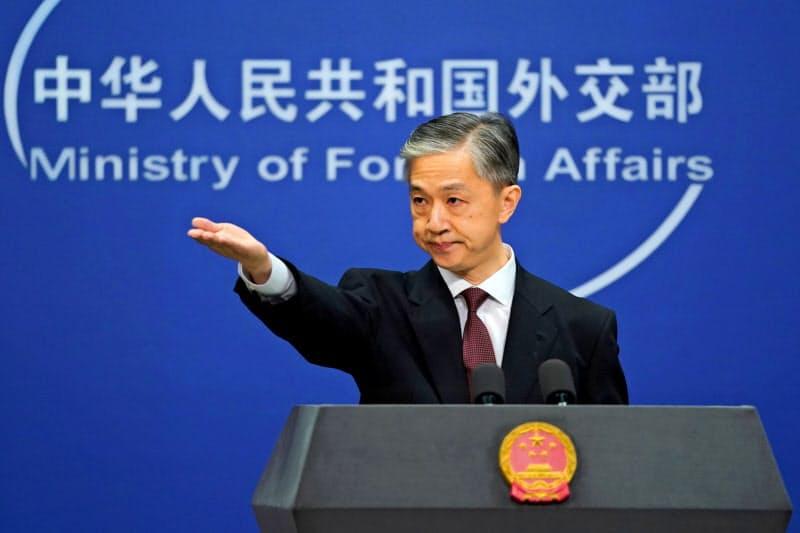 中国外務省の汪文斌副報道局長は収容施設の存在を否定=ロイター