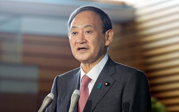 菅義偉首相は17日、田村憲久厚生労働相に不妊治療への保険適用を早急に検討するように指示した(17日、首相官邸)