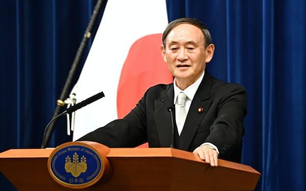 記者会見する菅首相(16日、首相官邸)