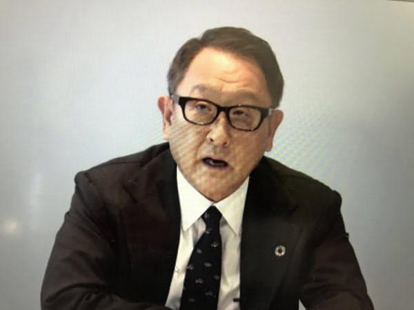 オンラインで会見する豊田章男自工会会長