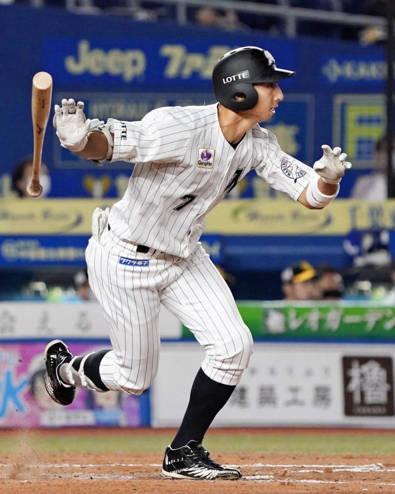 2回ロッテ2死二、三塁、福田秀が中前に2点打を放つ=ZOZOマリン