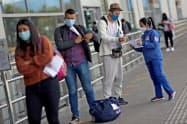 コロンビアは新型コロナの感染拡大が続いている(21日、ボゴタの空港)=ロイター