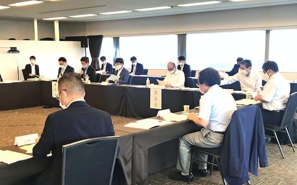 第2回新東北港湾ビジョン検討委員会は新たな「東北港湾ビジョン」の骨子案を示した(仙台市)