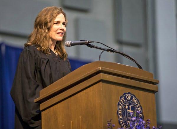 最高裁判事への指名が有力視されるエイミー・バレット氏=AP