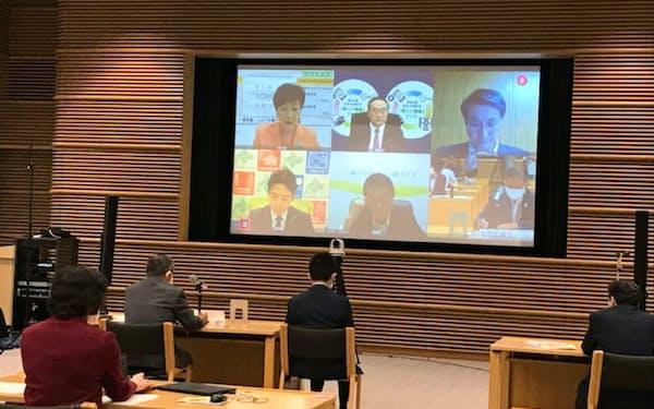 計31人の知事がテレビ会議システムで意見表明した(都道府県会館、東京都千代田区)