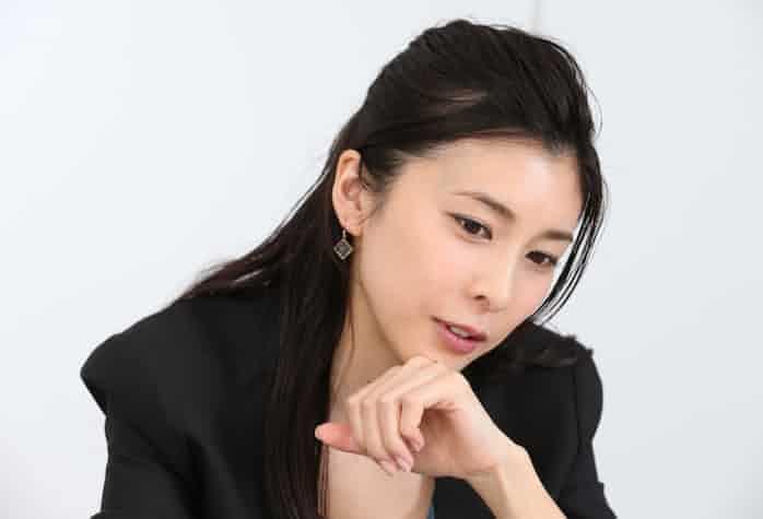 俳優の竹内結子さんが死亡、自殺か 警視庁: 日本経済新聞