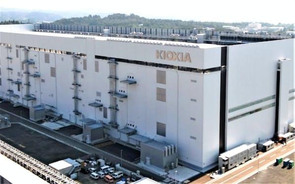 キオクシアは2019年に半導体2カ所目となる新工場を建設、完成した(岩手県北上市)