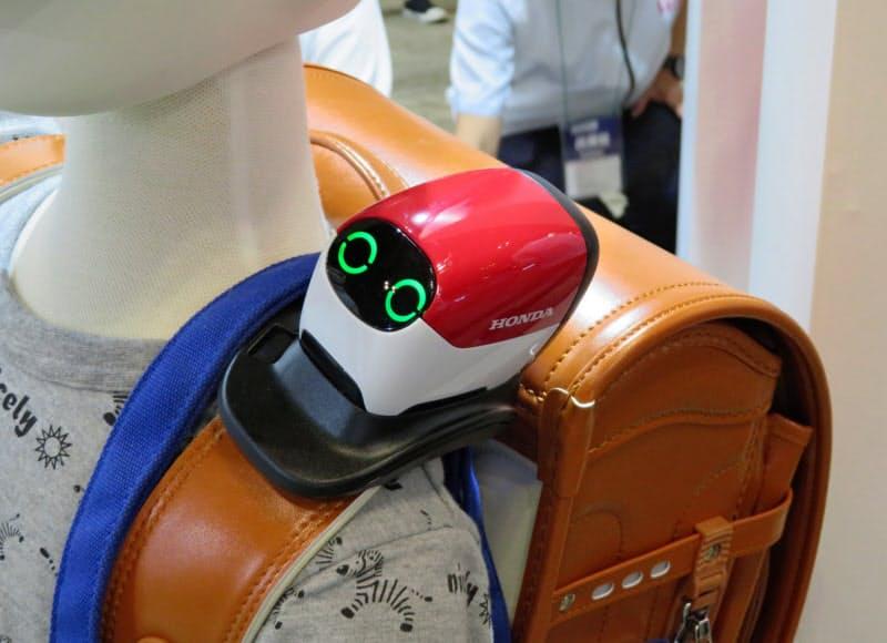 ホンダが開発した見守り機器はランドセルに取り付けて使う