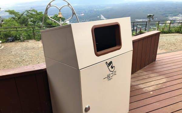 「スマートレベル」を搭載したゴミ箱。パーキングエリアなどでの利用を想定する