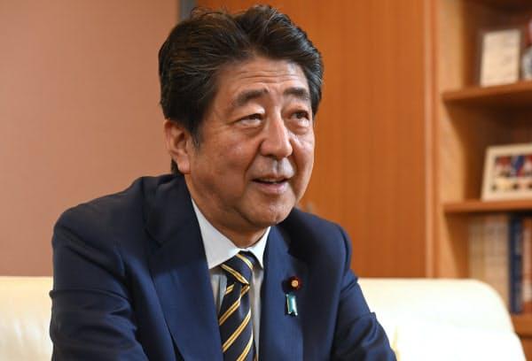 安倍晋三前首相へのインタビューは24日に実施した(東京都千代田区)