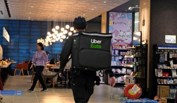 ウーバーイーツは利用者や加盟店を大きく伸ばしている