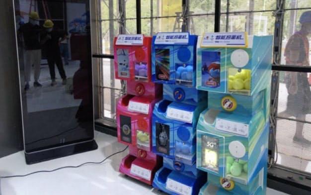 電子決済に対応したデルフィーノのカプセル自動販売機(中国河北省の雄安新区)