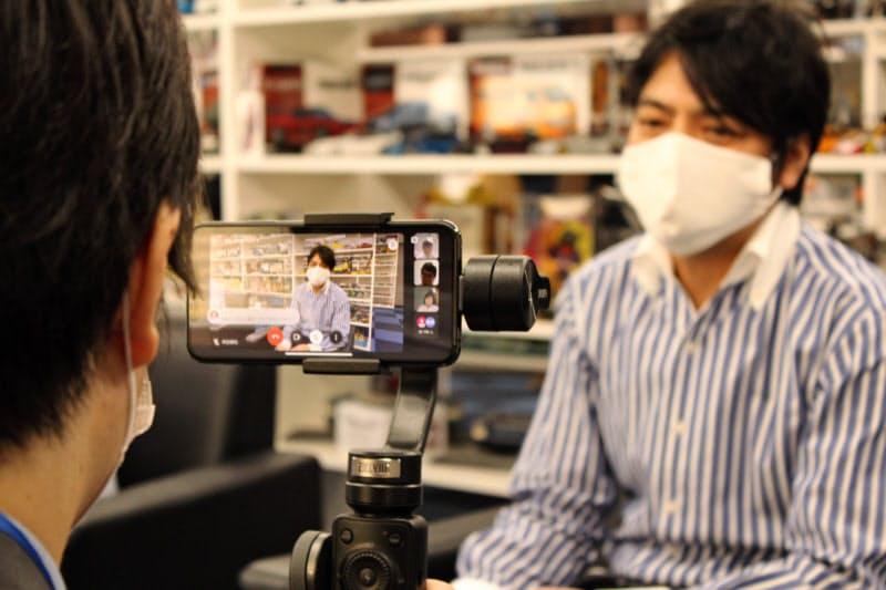 静岡銀のオンラインインターンシップでは取引先の担当者が画面越しに学生の質問に答えた(24日、静岡市)