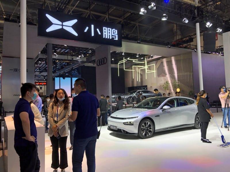 小鵬汽車のEV販売は足元で急速に伸びている(26日、北京国際自動車ショーの展示)