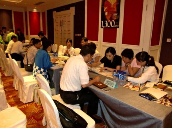 上海万博で姫路おでん普及の課題をつかんだ(2010年、現地商談会の様子)