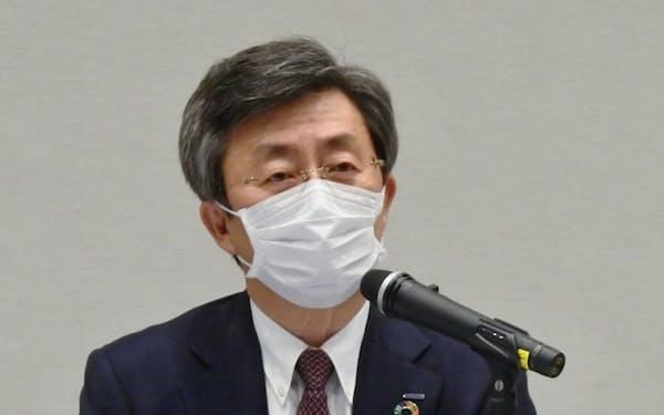 安川電機の小笠原浩社長は「従業員は現行の評価基準に不満がある」と改革の必要性を訴える。