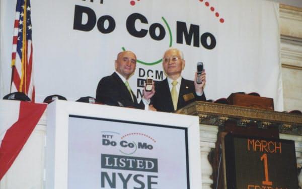 2002年3月1日、NTTドコモはニューヨーク証券取引所にも上場した