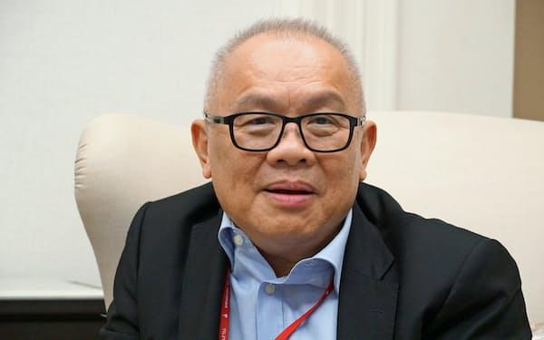 インタビューに答えるタイのスパタナポン副首相兼エネルギー相