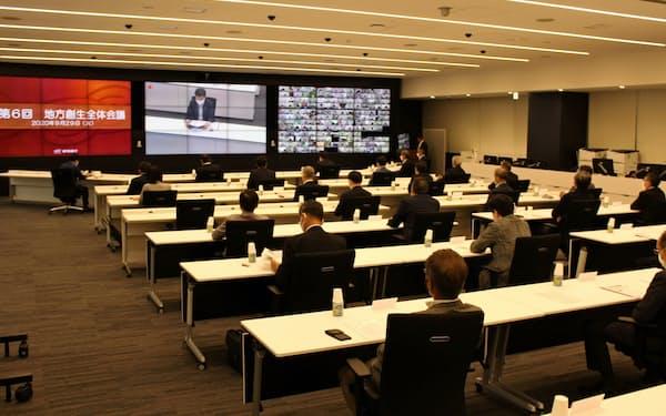 静岡銀の柴田久頭取は「コロナは大きな困難を強いているが地方が見直されるチャンス。連携を深め、地域の活力につなげたい」とあいさつした(静岡市、29日)