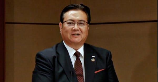 オンラインで記者会見するNTTドコモ次期社長の井伊基之副社長(29日)