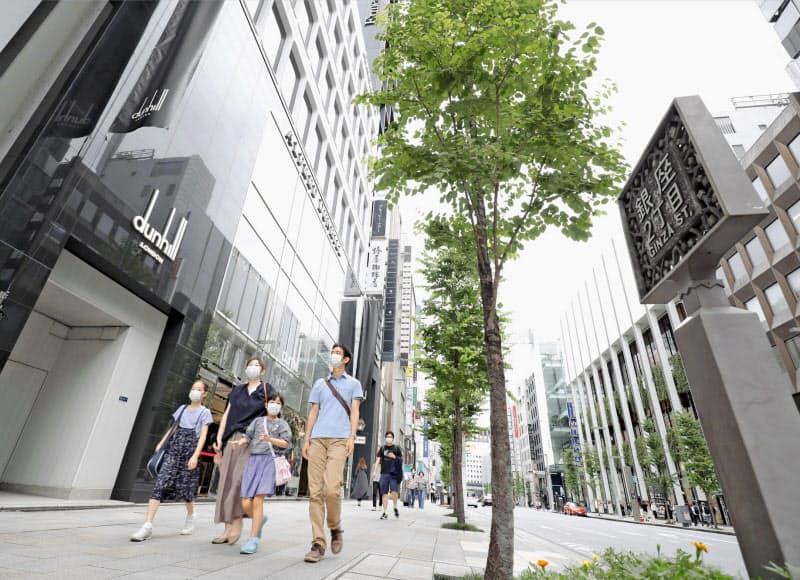 基準地価が15年連続で最高価格となった東京都中央区の「明治屋銀座ビル」(左)も下落に転じた
