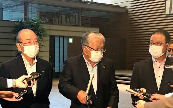 経済3団体の代表(左から日商の三村会頭、経団連の古賀審議員会議長、経済同友会の桜田代表幹事)は菅首相に経済要望を申し入れた