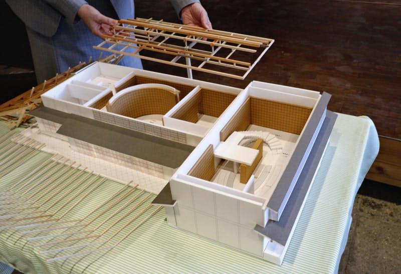 建築家の安藤忠雄氏が設計した「こども本の森 遠野」の模型