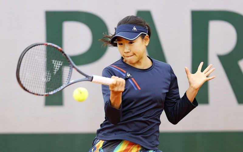 女子シングルス1回戦でコスチュクを破り、全仏で初の初戦突破を果たした日比野菜緒(29日、パリ)=ゲッティ共同
