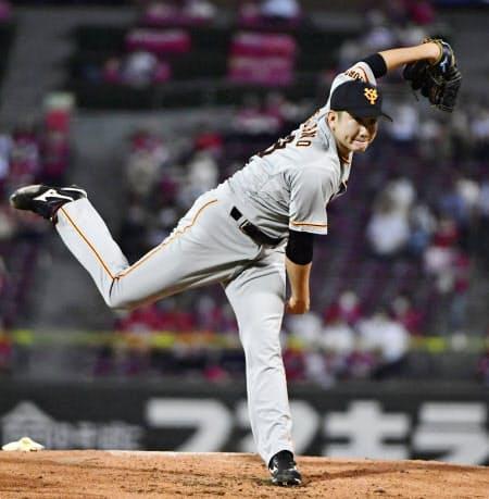 広島戦で勝利投手となり、開幕投手から12連勝のプロ野球記録に並んだ巨人・菅野=共同
