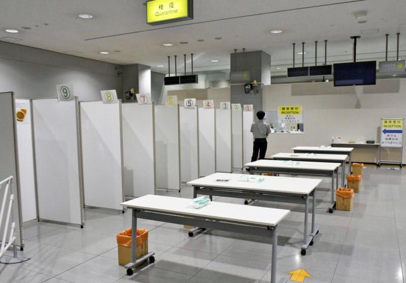 報道関係者に公開された抗原検査施設(30日午後、関西空港)=共同