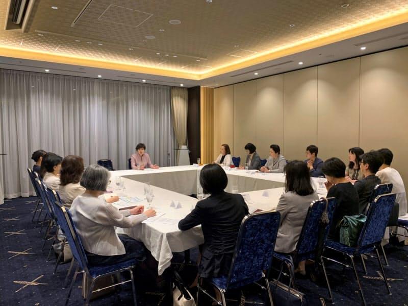 J-Winでは役員クラスのメンバーが定期的に集まってキャリアなどについて議論する