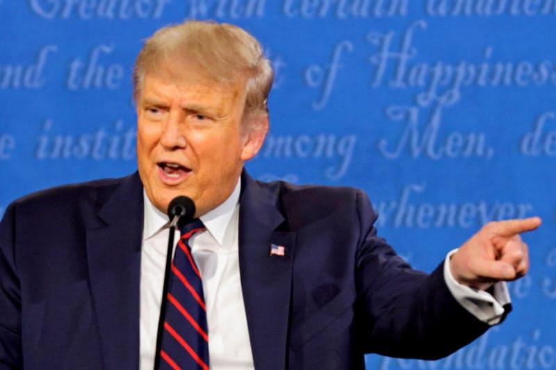 トランプ米大統領は討論会で白人至上主義を明確に非難しなかった(29日、中西部オハイオ州)=ロイター