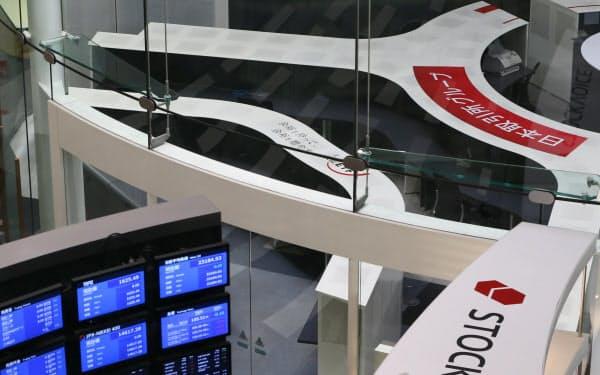 システム障害が発生した東京証券取引所(1日午前、東京都中央区)