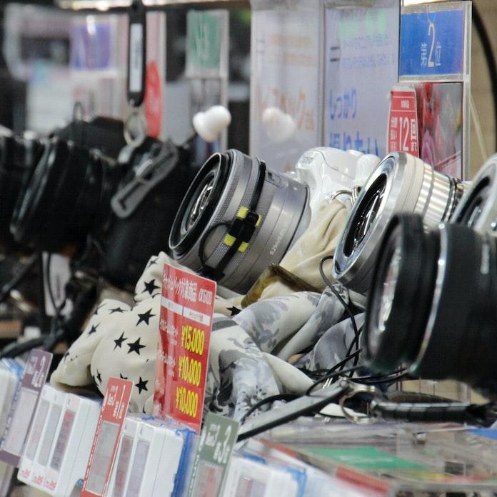 8月のデジカメ出荷、前年比47%減 CIPA調べ: 日本経済新聞