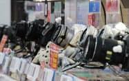新型コロナでの急減後に出荷は一部回復していたが再び減少に転じた(東京都千代田区のビックカメラ有楽町店)