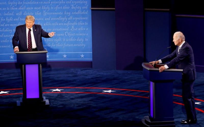 米大統領選の第1回テレビ討論は、トランプ氏がルールを無視するなど前例のない混乱ぶりだった=ロイター