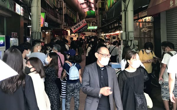 9月の4連休の近江町市場はにぎわっていた(金沢市)