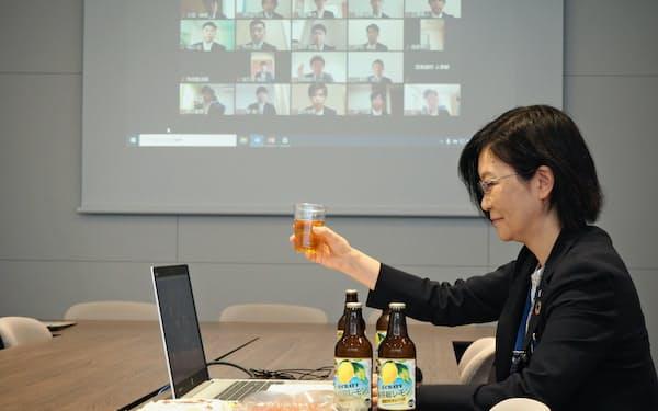 京葉銀行では事前に送った地元産品を食べながら懇親会を開いた