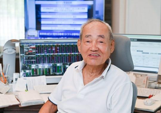 日経CNBCをつけっ放しにしてデイトレードする藤本茂さん(84)