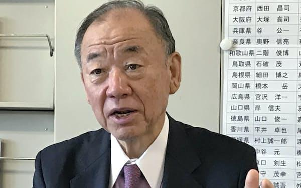インタビューに答える自民党の山口泰明選挙対策委員長
