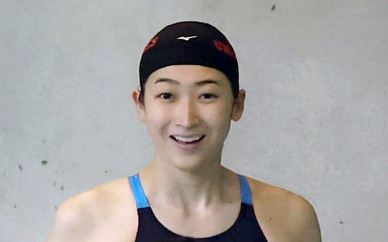 日本学生選手権の女子50メートル自由形で25秒62の4位となり、引き揚げる池江璃花子(1日、東京辰巳国際水泳場)=代表撮影・共同