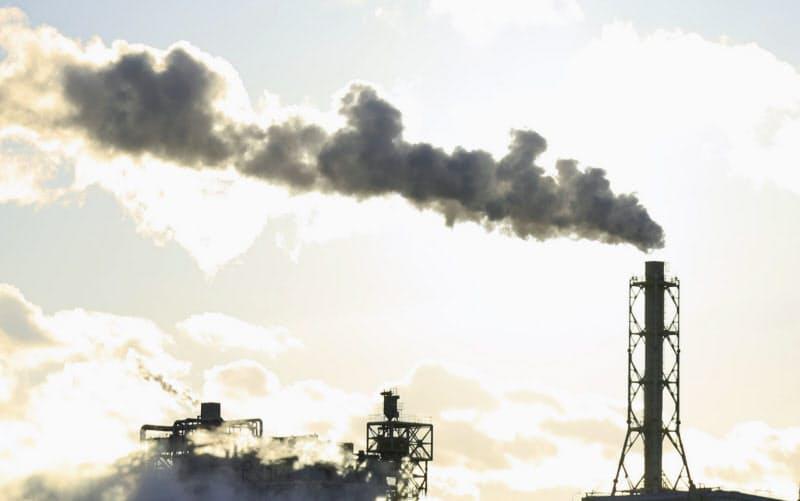 仙台港で運転する石炭火力発電所(2018年1月、仙台市宮城野区)