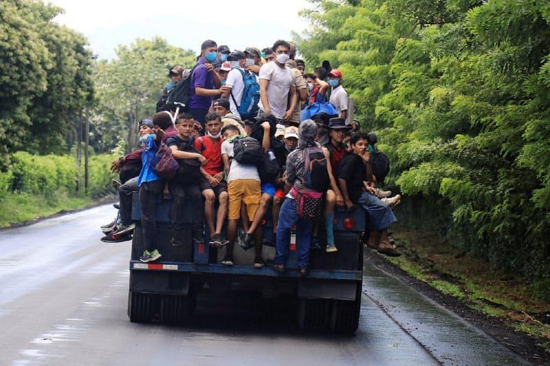 中米ホンジュラスから米へ向かう移民=ロイター
